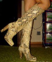Натуральные сапоги 39 размер под змеиную кожу